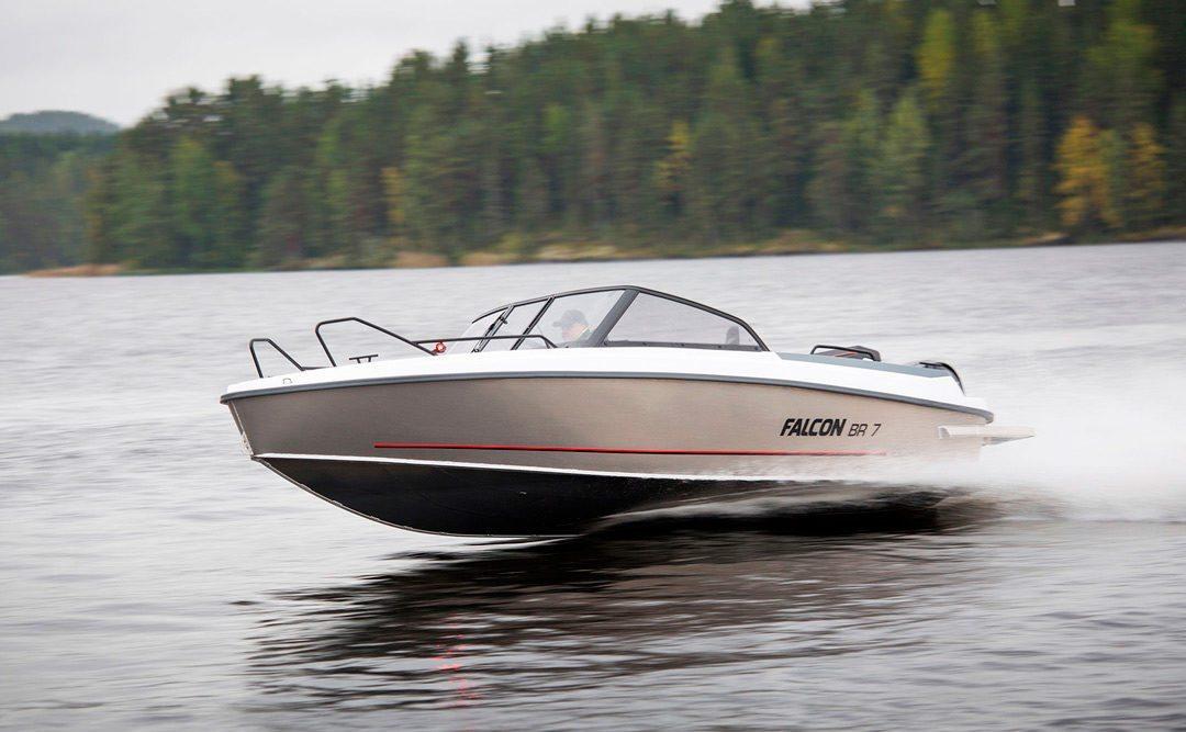 Bella lanserer aluminiumsbåter under navnet Falcon